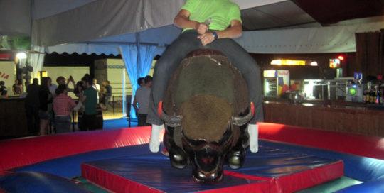 Alquiler de toro mecánico María Park